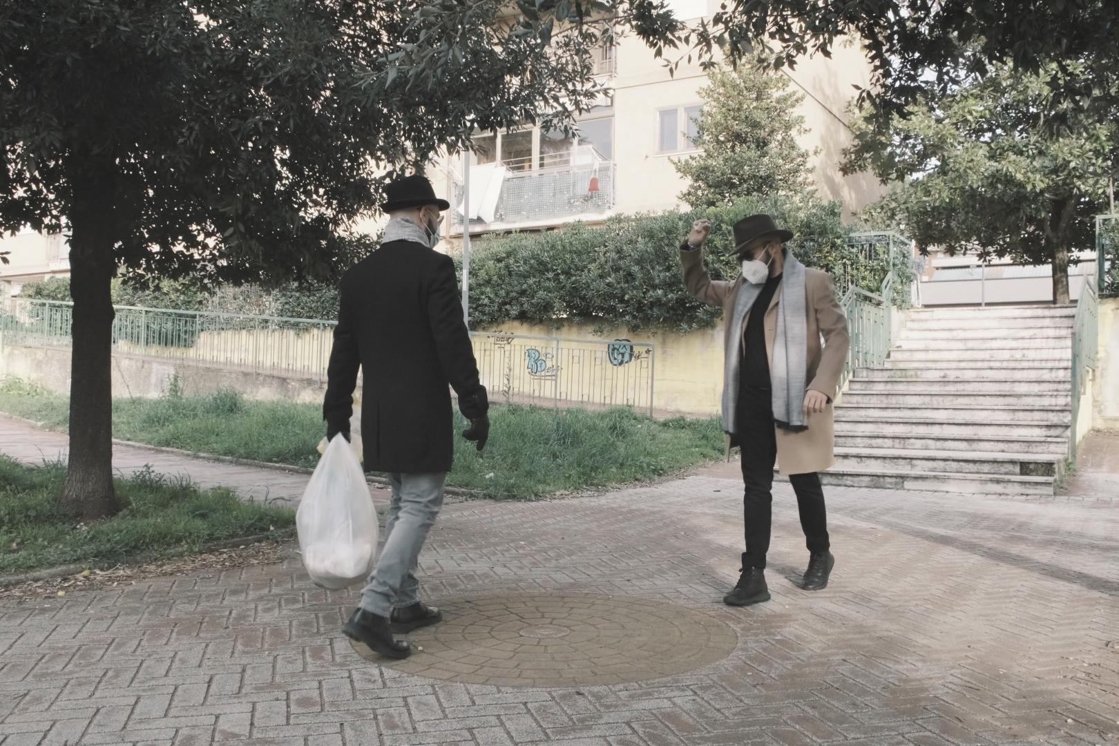 due uomini si incontrano